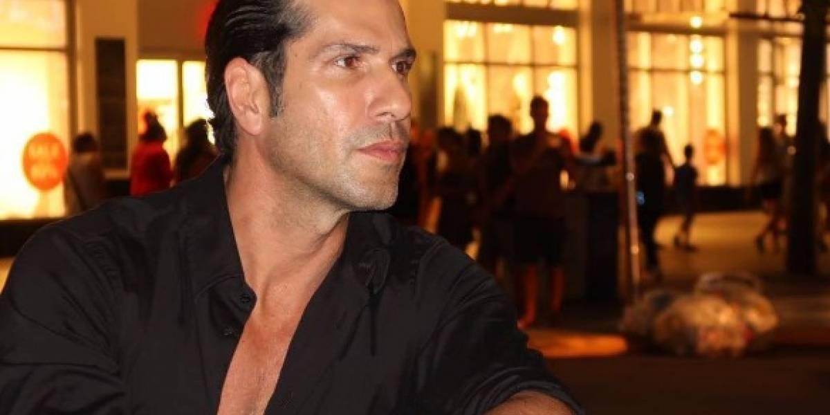 Gregorio Pernía fue sorprendido sin ropa en este video