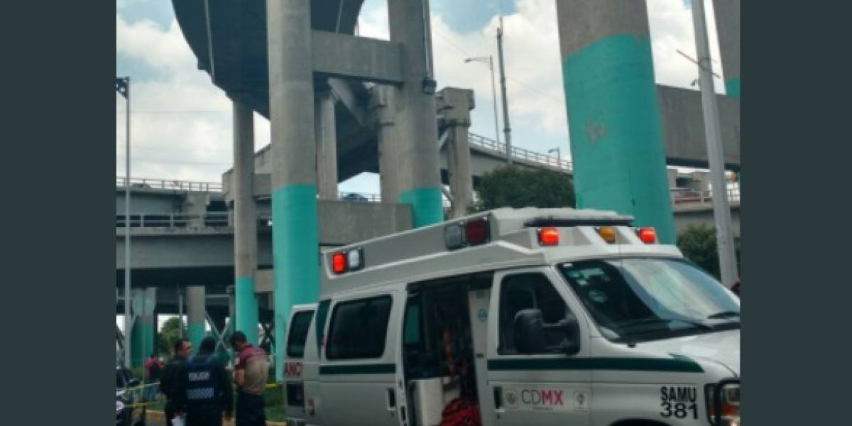 Muere motociclista tras caer del distribuidor vial