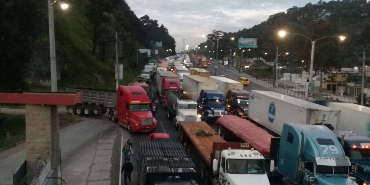 Tránsito complicado en ruta al Pacífico por incidentes viales en Villalobos