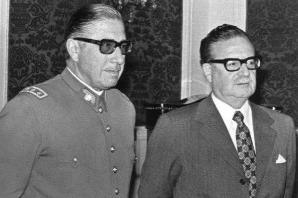 """Resultado de imagen para Fotos de Augusto Pinochet es nombrado """"comandante en jefe del ejército"""""""