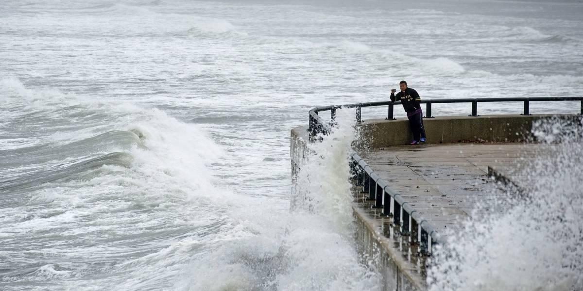 Harvey se mantiene estacionario en el Golfo de México en su rumbo hacia Texas