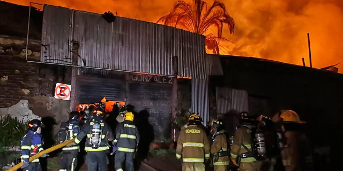 Arde Talca: incendio afecta una manzana completa y quema un hotel y al menos 15 locales comerciales