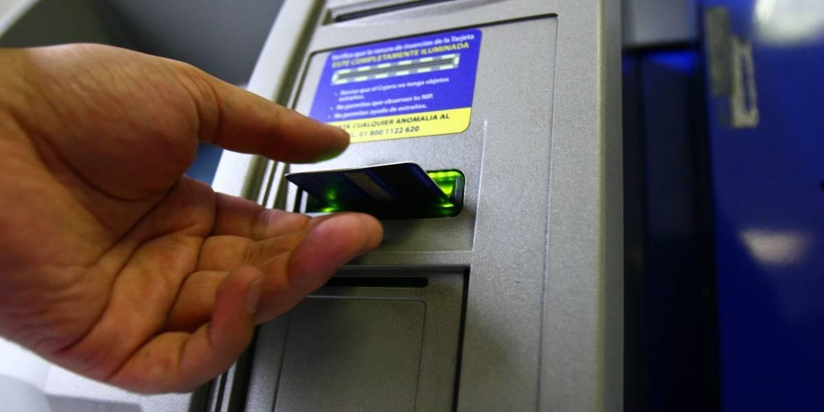 Quejas por errores en cajeros automáticos suben 80% en 2017: Condusef