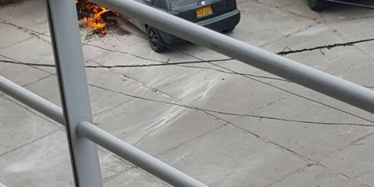 En video: vehículo se incendia en Suba