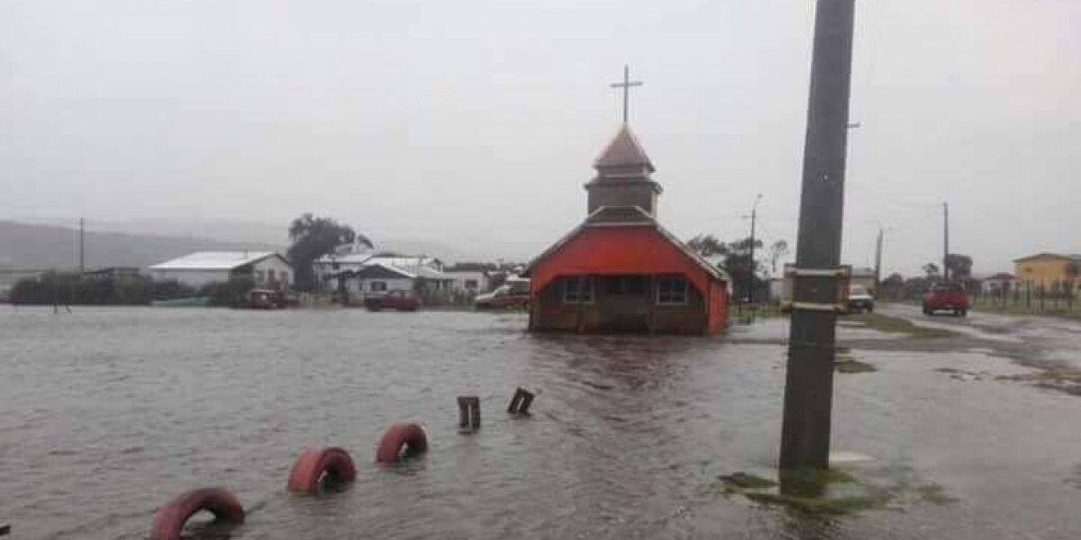 Temporal en el sur: familias evacuadas e inundaciones en Chiloé