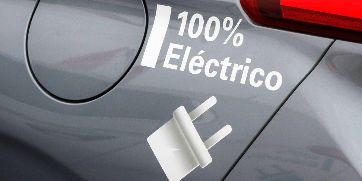 """""""Electromovilidad"""": Gobierno diseña plan para que sea más fácil que un chileno común compre un auto eléctrico"""