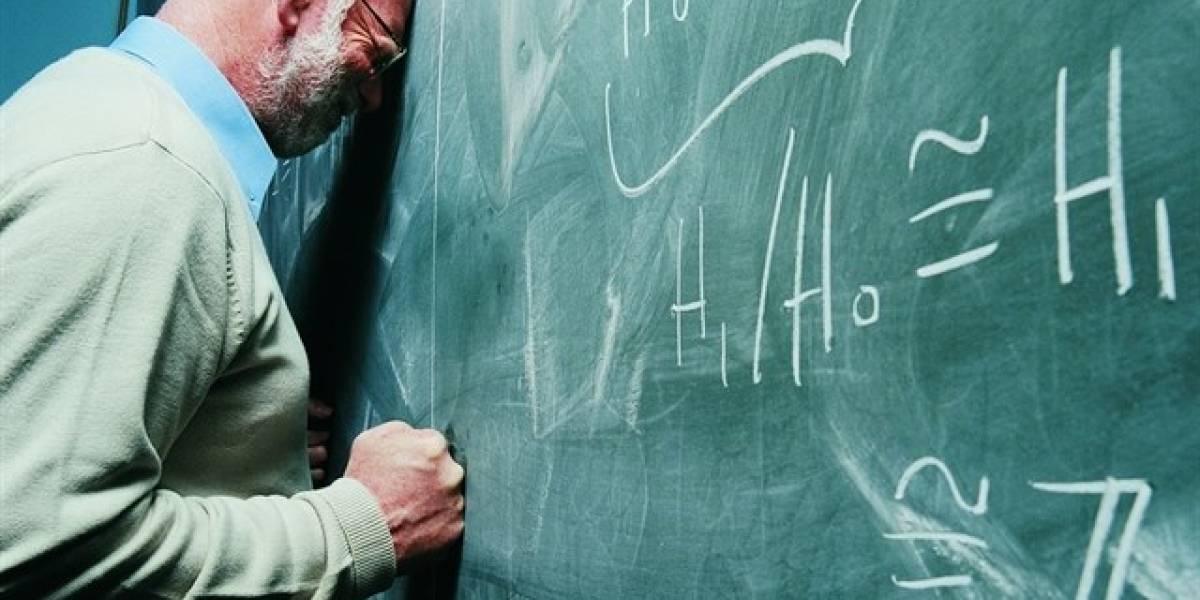 Profesor se burla de alumno y este le arruina la vida