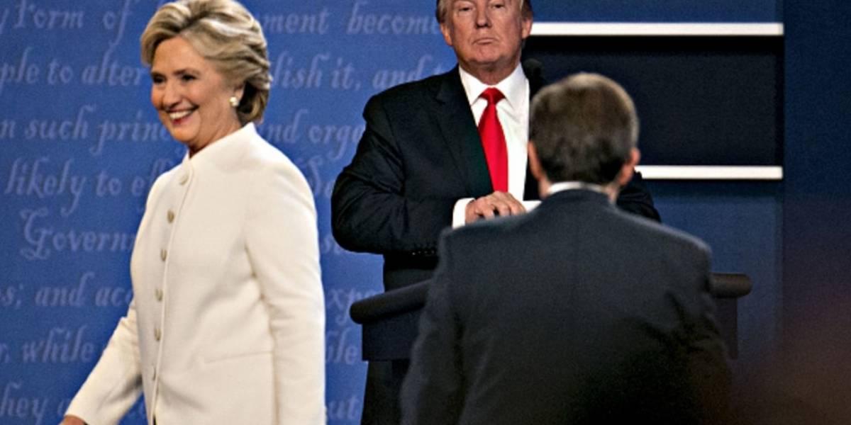 Trump es un 'degenerado', se me erizó la piel cuando me acechó durante debate: Clinton