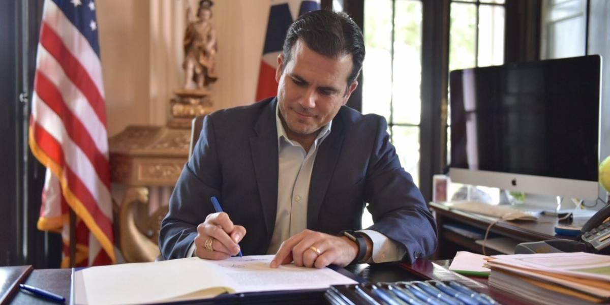 Rosselló firma proyectos de ley aprobados en Sesión Extraordinaria