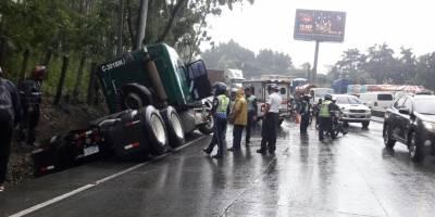 Tráiler derrapa y arrastra a motorista en Villa Lobos