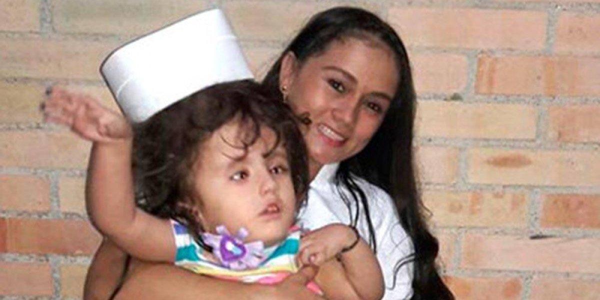 Adopta bebé con hidrocefalia y recibió el mejor regalo del mundo