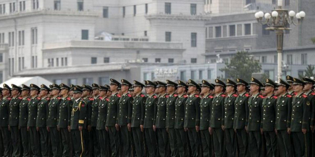 Todo por la patria: el Ejército chino quiere limitar la masturbación entre sus reclutas