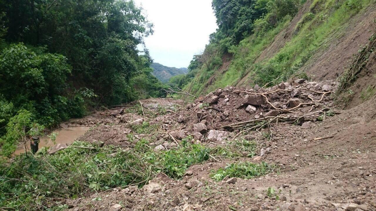Por deslaves, cierran la carretera Mascota – Las Palmas en Jalisco