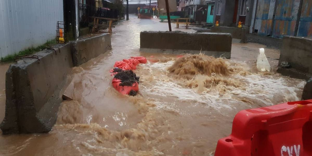"""Alcalde de Castro pide zona de catástrofe para Chiloé: """"El Gobierno anda muy perdido"""""""