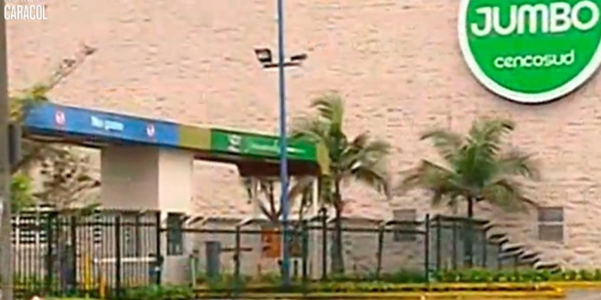 Para robar a dos adolescentes delincuentes los secuestran en parqueadero de reconocido almacén de cadena