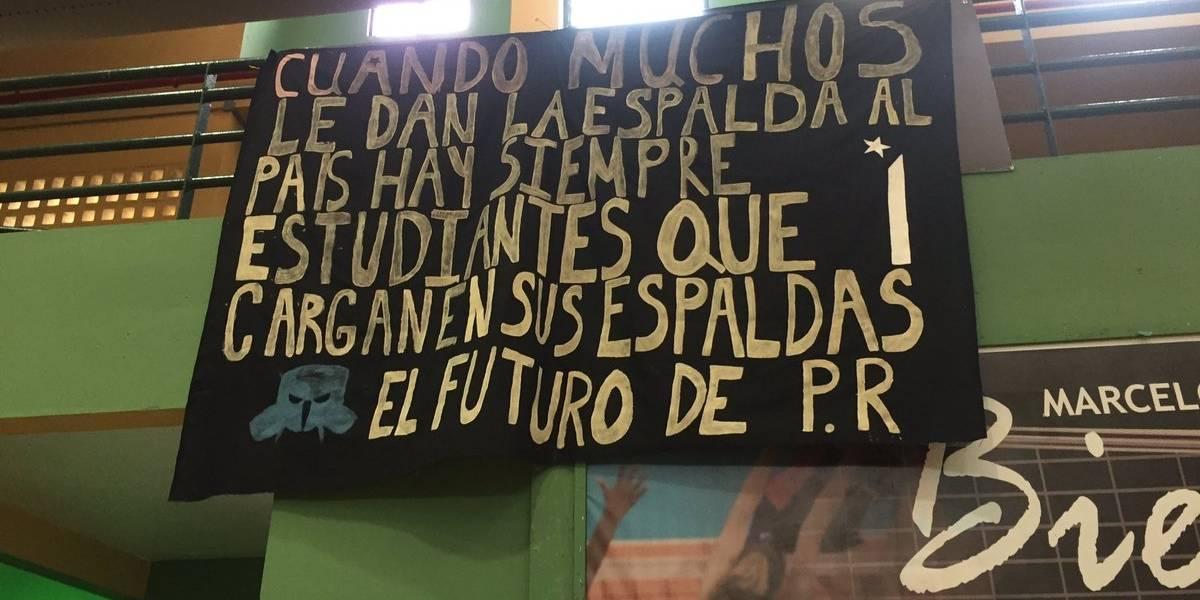 Movimientos estudiantiles rechazan aumento de salario a presidente UPR