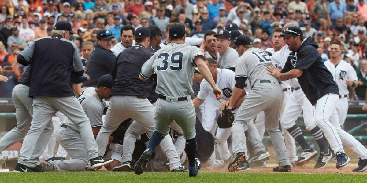 Tigres y Yankees entran en pelea campal en el diamante