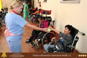 Emily Osment en Guatemala