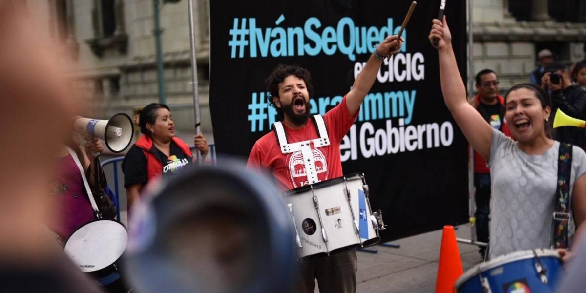 Decenas de guatemaltecos mostraron apoyo a Iván Velásquez en el Centro Histórico