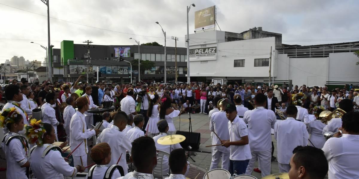 Artesanos y músicos ven con ilusión la nueva zona turística que se construye en la 72