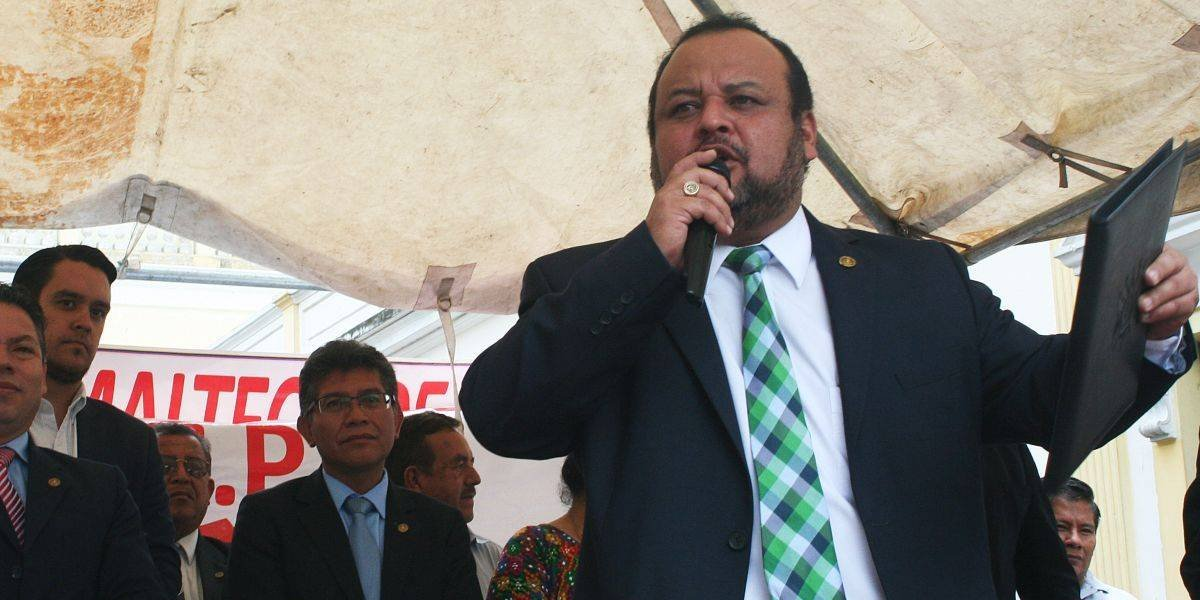 Diputado Sandino Reyes renuncia a la UNE