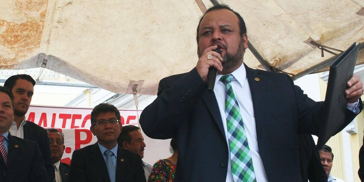 """Sandino Reyes: """"Si quisiera hacer actos sexuales, los hago en mi oficina, no en el parqueo"""""""
