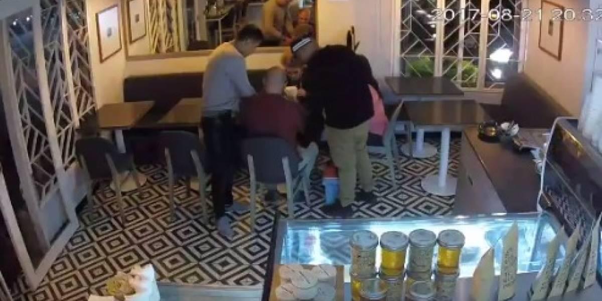 VIDEO: Asaltan con lujo de violencia cafetería en Coyoacán