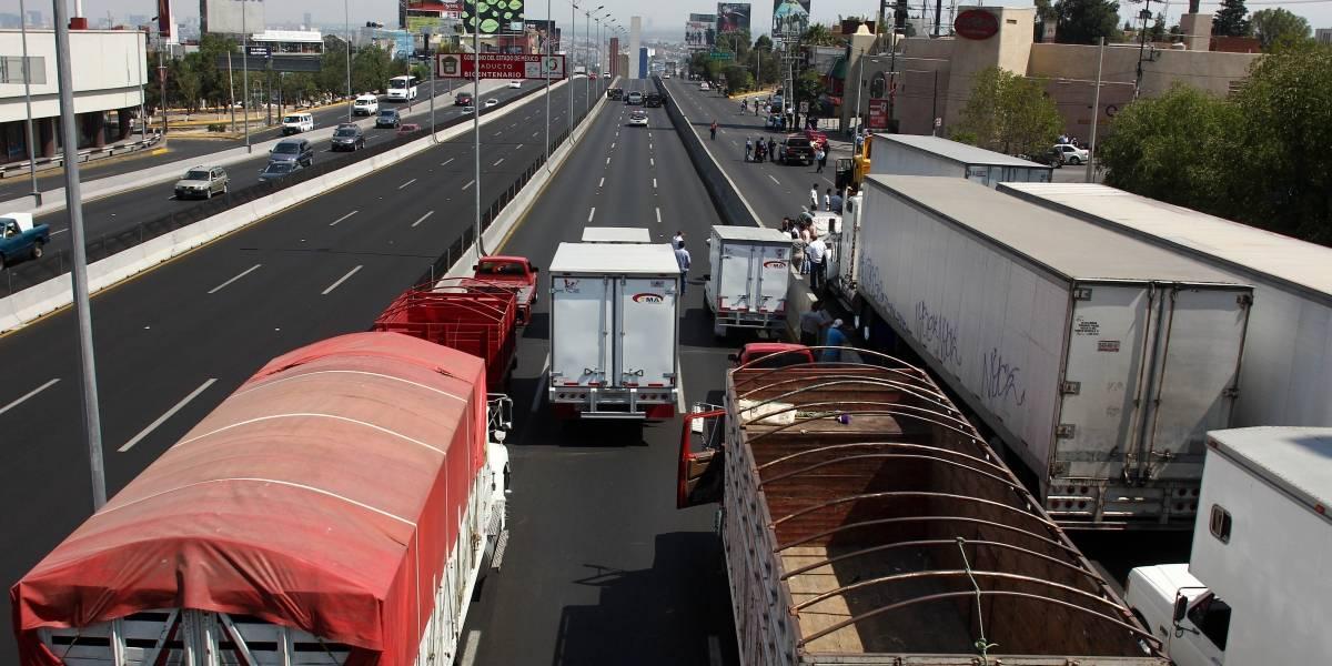 Cierran parcialmente la autopista México-Querétaro por accidente