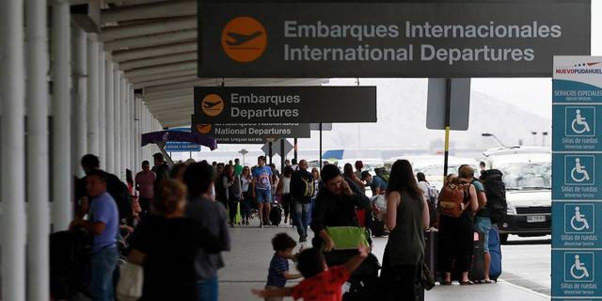 Chilenos más viajeros que nunca: julio registra casi 2 millones de personas volando en avión