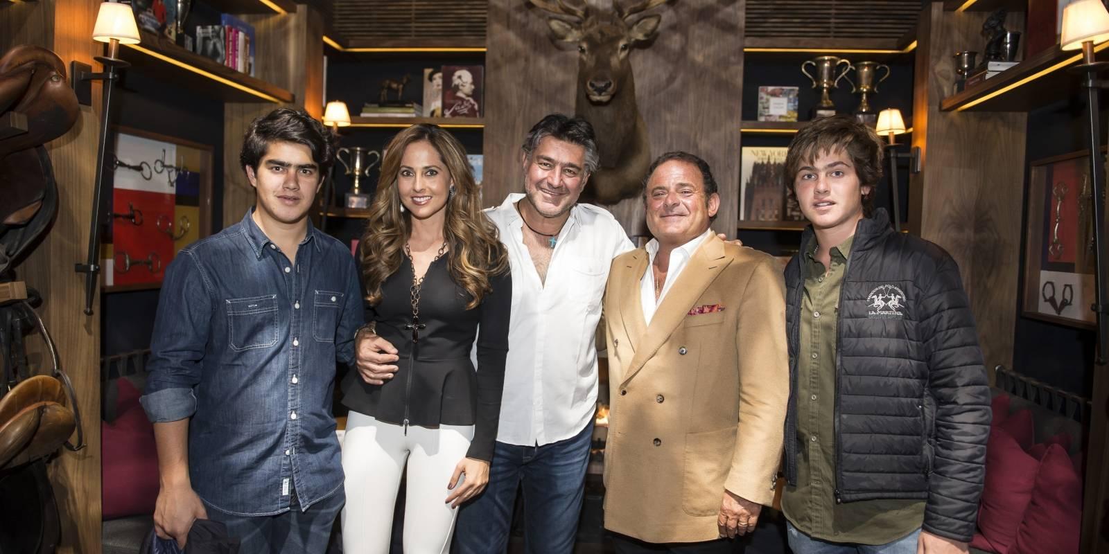 José Abraham Juan, Pepe Juan, Pepe Cuaik, Diego Juan y Yanin Juan JDS