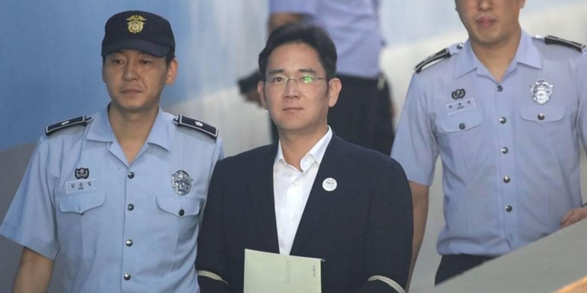 Tras escándalo por corrupción: condenan a cinco años de prisión al heredero de Samsung