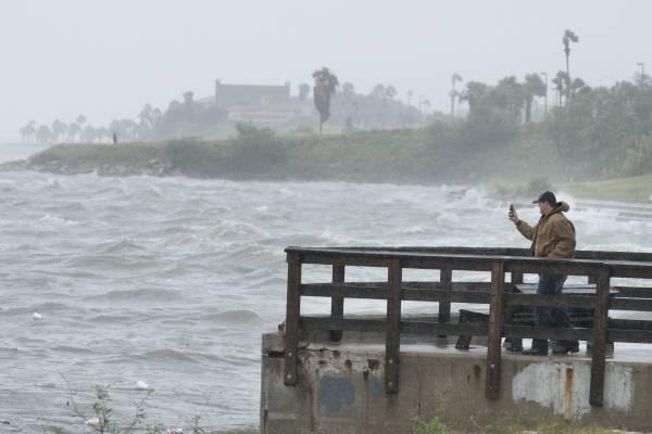 Harvey se convierte en huracán de categoría 3