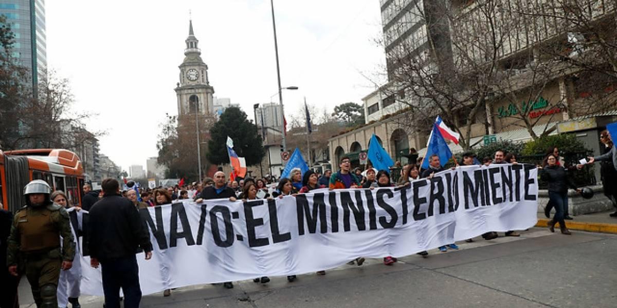 Comunidades universitarias marcharon hacia el Mineduc en protesta a la ley de ues estatales