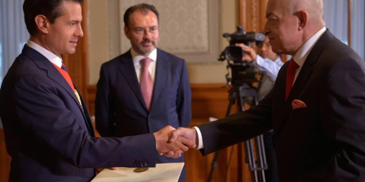 Peña Nieto recibe cartas credenciales de 12 nuevos embajadores