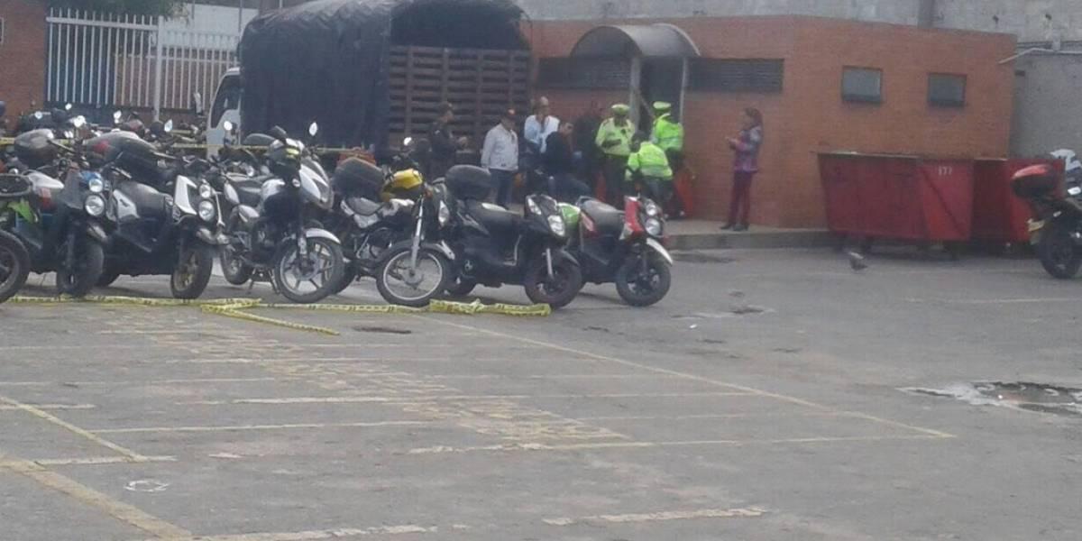 Patrullera pierde la vida tras dispararse en el baño de una estación de Policía de Bogotá
