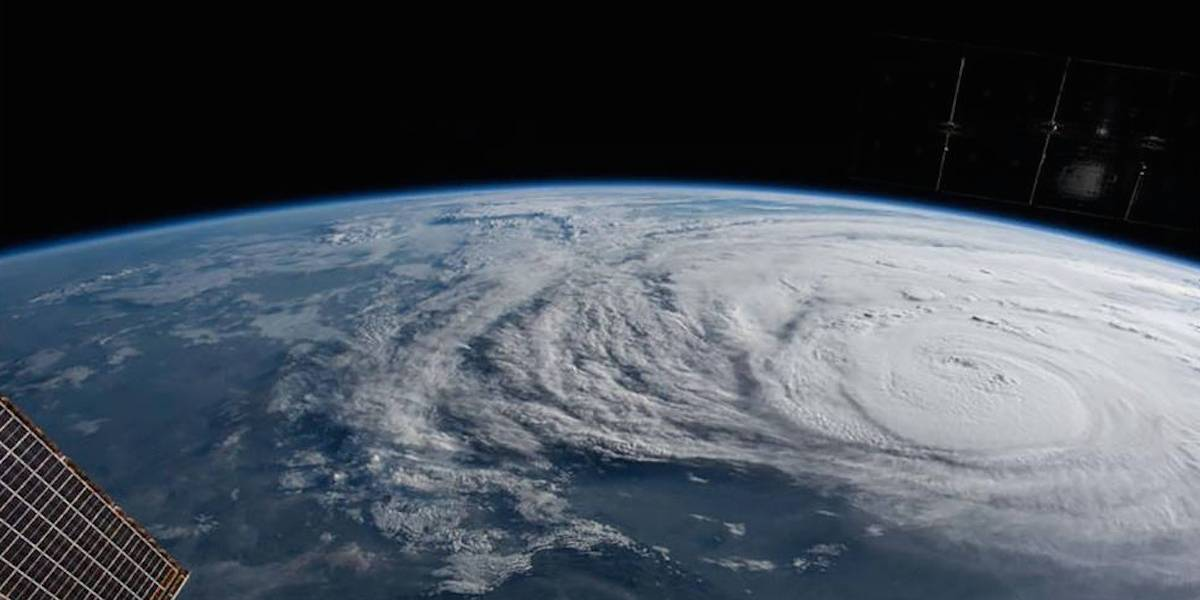 'Harvey' toca tierra en Texas como huracán categoría 4