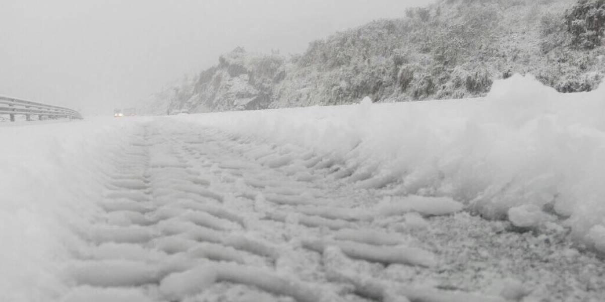 Se registra presencia de nieve en Papallacta