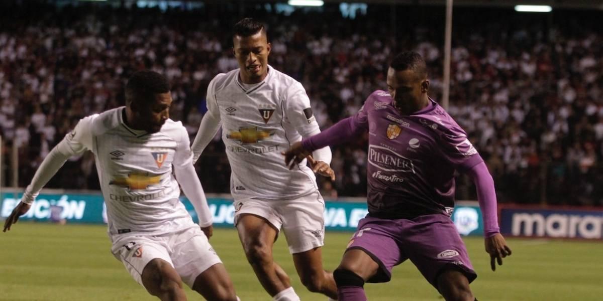 Liga de Quito y Barcelona SC empatan en el estadio Rodrigo Paz