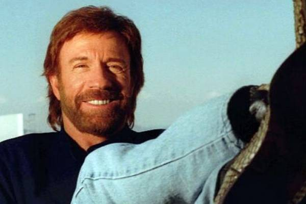 Chuck Norris sufre dos paros cardiacos en 47 minutos