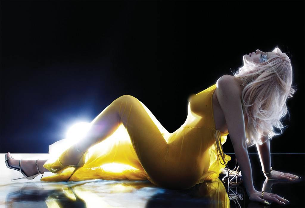 Kylie Jenner enciende las redes sociales al posar desnuda