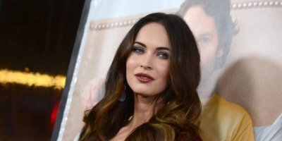 Megan Fox recupera su escultural figura y la presume con lencería