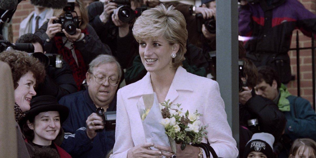Diana se sigue vengando de Carlos de Inglaterra, según su biógrafo