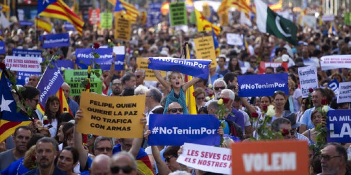 """Miles marchan al grito de """"¡No tengo miedo!"""" en Barcelona"""