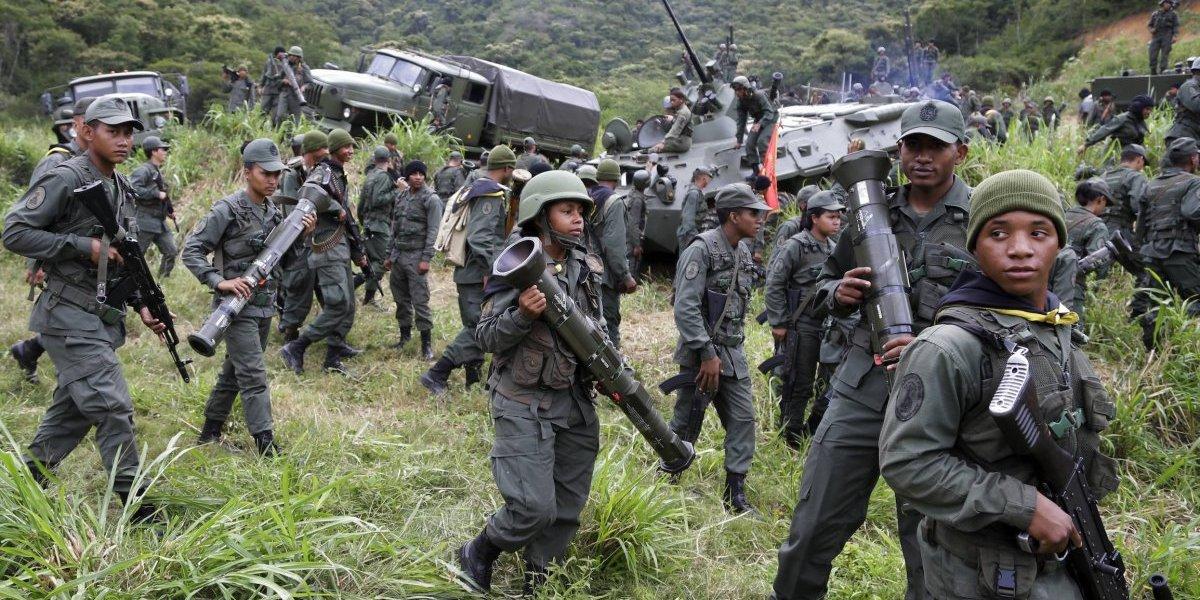 Inician ejercicios militares en Venezuela junto a marchas