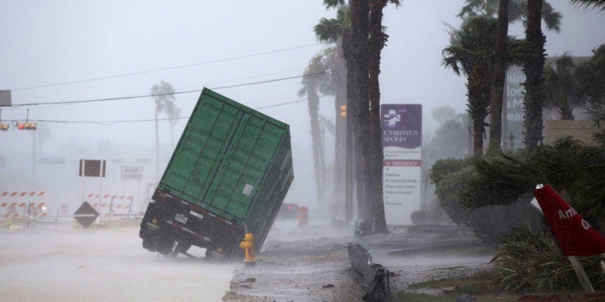 Huracán 'Harvey' baja a categoría 1, débil pero aún es peligroso