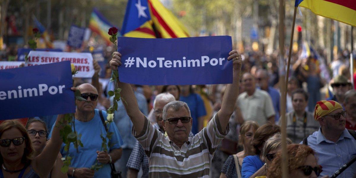 Barcelona protesta contra el terrorismo al grito de 'no tenemos miedo'