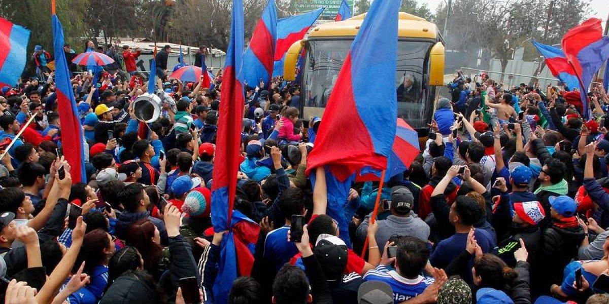 A pesar de la negativa de la Intendencia los fanáticos azules realizaron el tradicional Banderazo