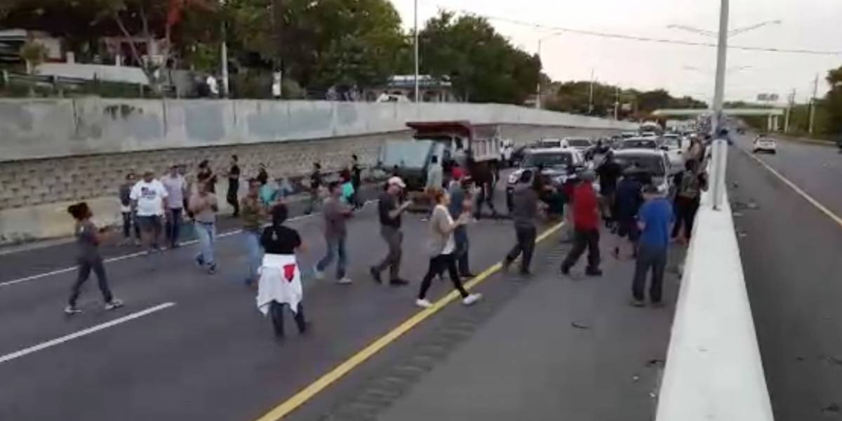 Proponen encarcelar a protestantes que bloqueen carreteras