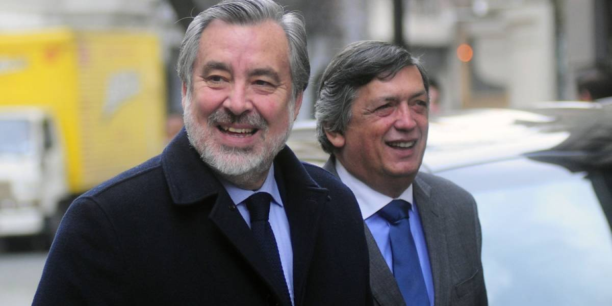"""Alejandro Guillier: """"El más rico tiene apoyo de BancoEstado y yo no"""""""