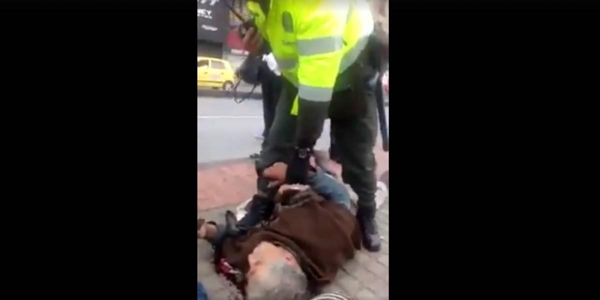 ¡Conmovedor! Aparecieron los familiares del anciano golpeado por un policía en Bogotá